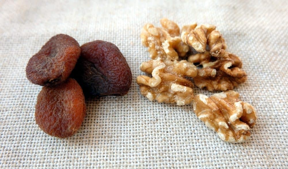 Unsulphured apricots & walnuts